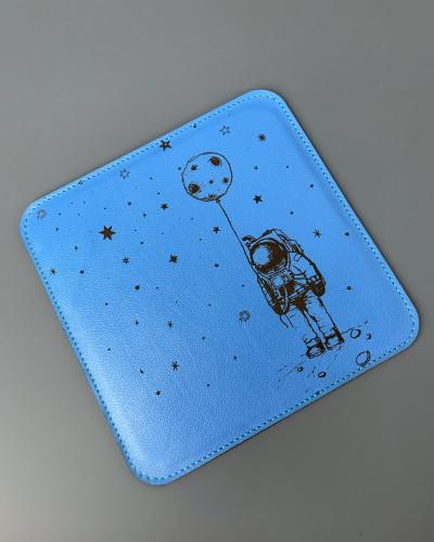 TANUKI • космонавт